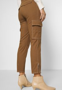 Gerry Weber Casual - Trousers - tabak - 3