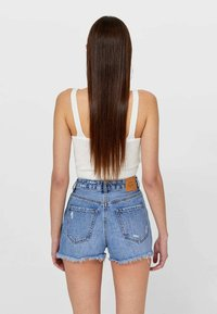 Stradivarius - MIT RISSEN  - Denim shorts - dark blue - 2