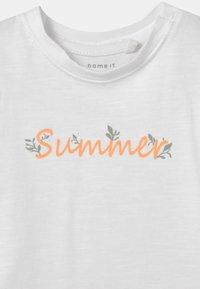Name it - NBFHALISE NBFHANNE SET - T-shirt print - bright white - 3