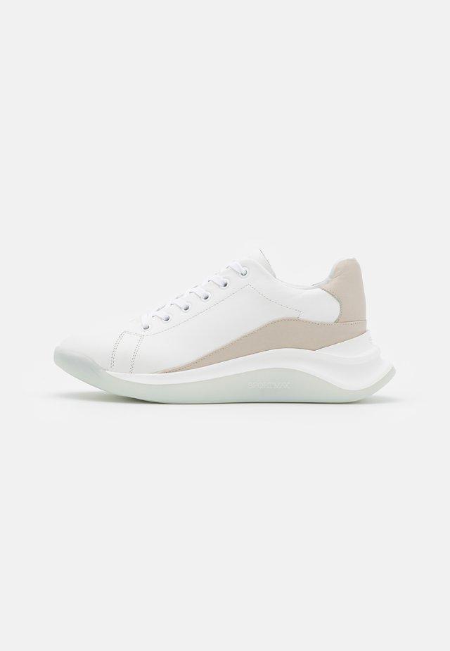 ROBERTA - Sneakers laag - bianco