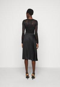 Dorothy Perkins Tall - PLEAT SKIRT - A-line skirt - black - 2