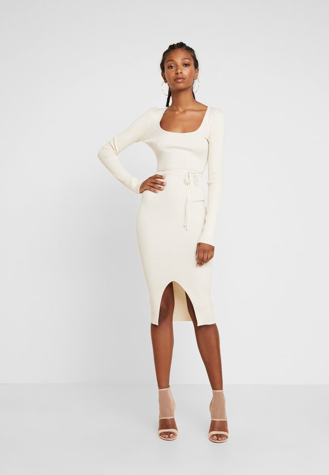 ROUND NECK BELTED MIDI DRESS - Shift dress - cream
