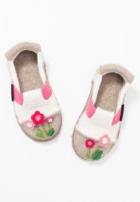 Nanga - FLOWERS - Domácí obuv - winterweiss - 6