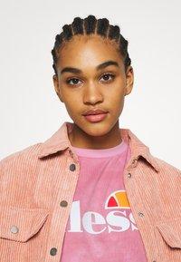 Ellesse - NEWHAY - Print T-shirt - pink - 3