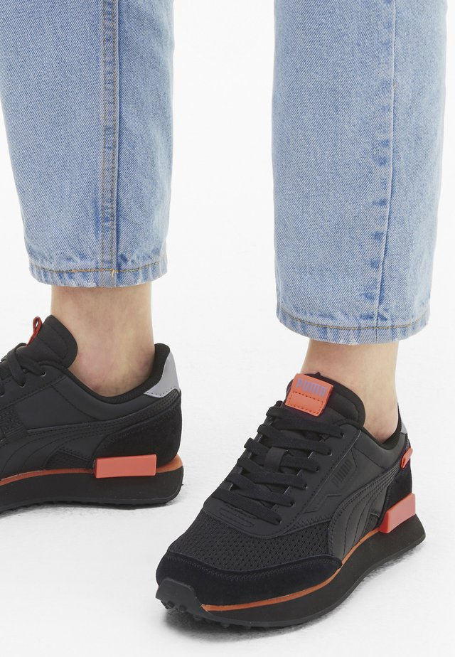 Trainers - puma black-nrgy peach
