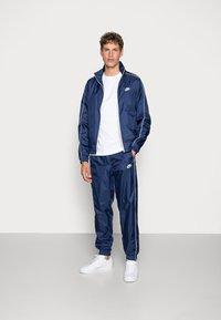 Nike Sportswear - SUIT BASIC - Tuta - midnight navy/white - 1