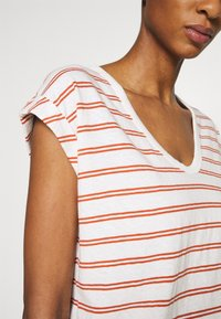 GAP - AUTH TEE - Print T-shirt - red - 4