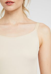 Maidenform - SHAPING CAMISOLE COVER YOURBASES - Shapewear - nude - 5