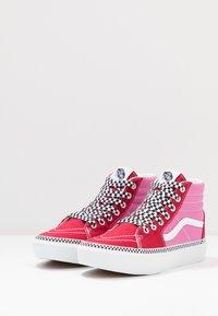 Vans - SK8 PLATFORM 2.0 - Sneaker high - chili pepper/fuchsia pink - 3
