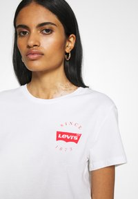 Levi's® - THE PERFECT TEE - T-shirt imprimé - white - 5