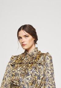 sandro - Shirt dress - doré/bleu - 3