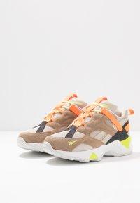 Reebok Classic - AZTREK 96 ADVENTURE - Sneakers - stucco/sand beige/solar orange - 4