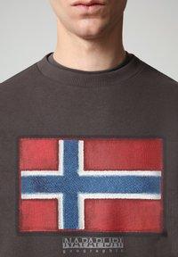 Napapijri - BIROL CREW - Sweatshirt - dark grey solid - 2