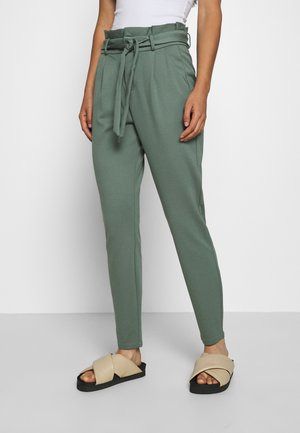 LOOSE PAPERBAG  - Pantaloni sportivi - laurel wreath