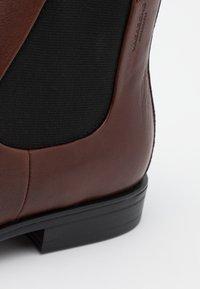 Vagabond - HARVEY - Classic ankle boots - dark brandy - 5