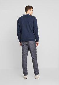 Anerkjendt - AKBASU PANTS - Pantalones chinos - true blue - 2