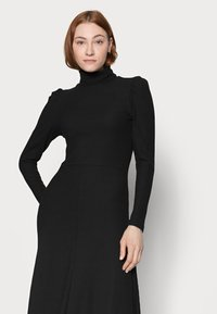 ONLY Tall - ONLNELLA ROLL NECK DRESS - Vestido de punto - black - 3