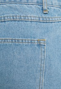 Missguided Plus - BERMUDA MID WASH - Shorts di jeans - blue - 2