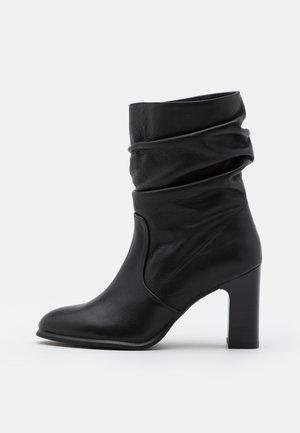 ULANO - Korte laarzen - black creamy