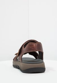 Clarks - BRIXBY SHORE - Sandalias de senderismo - marron foncé - 3