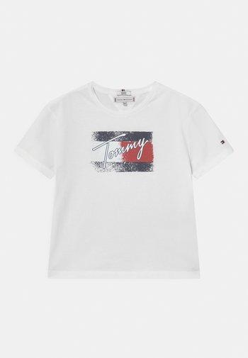 FLAG - Print T-shirt - white