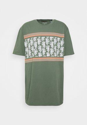 JORSUNNYS TEE CREW NECK - Print T-shirt - sea spray