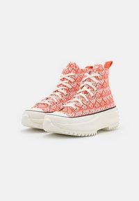 Converse - RUN STAR HIKE - Sneakers hoog - bright poppy/egret/black - 4