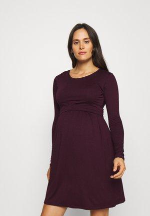 LIMBO - Žerzejové šaty - aubergine