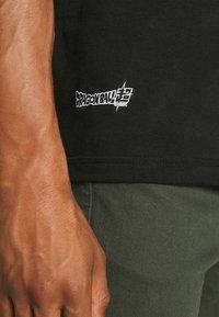 Primitive - SUPER BATTLE - Print T-shirt - black - 5
