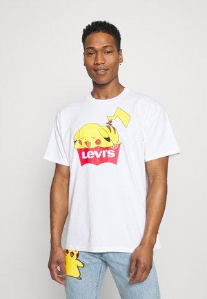 LEVI'S® X POKÉMON UNISEX TEE - Camiseta estampada - white