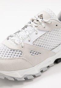 Columbia - IVO TRAIL BREEZE - Hiking shoes - white/ice grey - 5