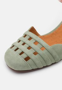 Chie Mihara - KAEL - Classic heels - salvia/lidia/ada powder - 6
