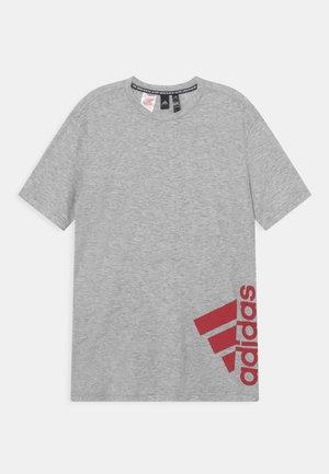 SUM TEE - Printtipaita - light grey/red