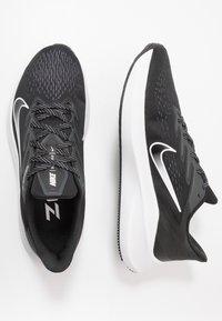 Nike Performance - ZOOM WINFLO 7 - Neutrální běžecké boty - black/white/anthracite - 1