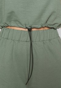 Even&Odd - SET - Sweatshirt and Short - Kraťasy - green - 6