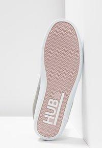 HUB - FUJI - Instappers - greyish/white - 6