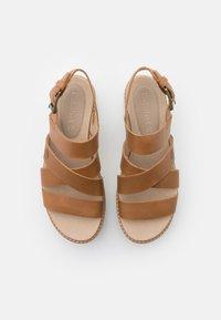 Timberland - SAFARI DAWN FRONT STRAP - Korkeakorkoiset sandaalit - light brown - 5