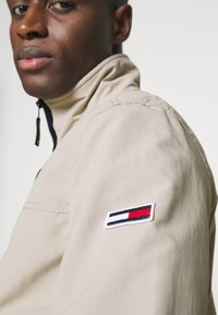 Tommy Jeans - ESSENTIAL CASUAL  - Giacca leggera - beige - 4