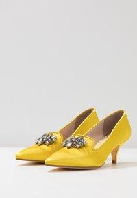 Kio - Classic heels - yellow - 4