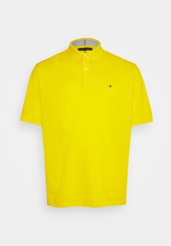 REGULAR - Polo shirt - vivid yellow