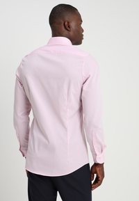 OLYMP Level Five - OLYMP LEVEL 5 BODY FIT - Formal shirt - pink - 2