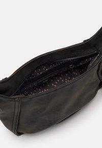 CROSS - Across body bag - black idol
