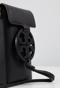 Tory Burch - MILLER PHONE CROSSBODY - Across body bag - black - 2