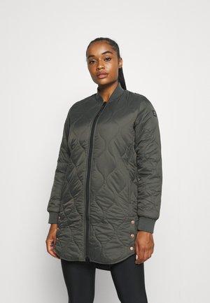 SITARA WOMEN JACKET - Zimní kabát - pine green