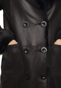 STUDIO ID - CAROLINE SHEARLING COAT - Classic coat - black - 7