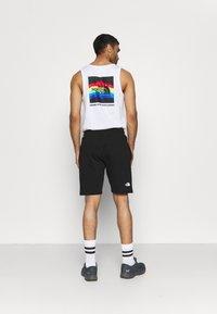 The North Face - RAINBOW SHORT - Pantalón corto de deporte - black - 2