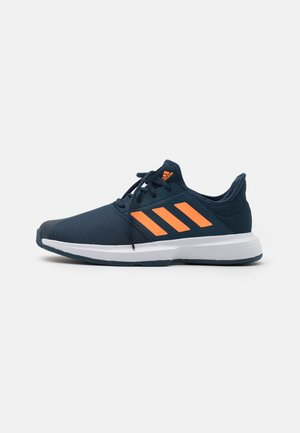 GAMECOURT  - All court tennisskor - navy/orange/footwear white