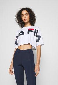 Fila - BARR - T-shirt z nadrukiem - bright white - 0