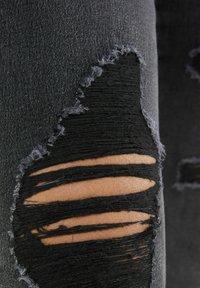 Bershka - MIT RISSEN  - Jeans Skinny Fit - dark grey - 4