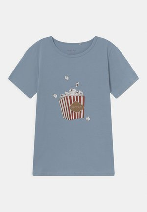 FAMO TEE - T-shirt imprimé - powder blue